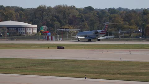 CRJ-700 Operating as SkyWest Flt 3272 Arriving at St. Louis Lambert Intl from Chicago O'Hare Intl
