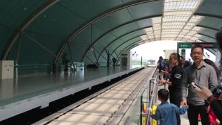 Shang Hai magnetic train pull into station