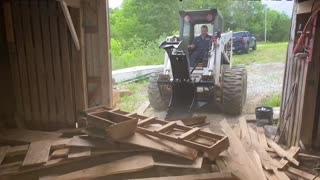 Cleaning the Barn with the Bobcat 975