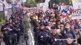 31/07/2021 FRANCIA E ITALIA. - LA POLIZIA MARCIA CON I MANIFESTANTI