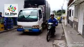 Comunidad solicita que se tapen huecos en Bucaramanga
