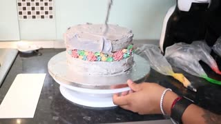 MAKING MY OWN BIRTHDAY CAKE