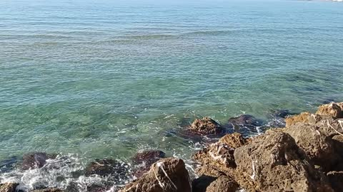 Sea water and relax waves