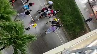 El enfrentamiento ocurre a la altura del Centro Comercial de la Cuesta.