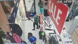 Armed robbery at Cash Crusaders, Bluff
