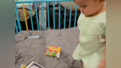 Baby and Tablet เบื่อก็เหยียบ สนุกก็เล่น