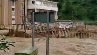 Massive flooding in Turkey causes massive damage
