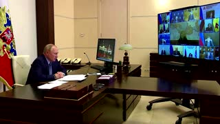 Putin orders a workplace shutdown amid COVID