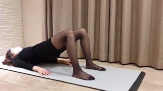 Hot beauty, deep stretch to get a good figure