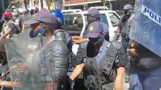 Police pushing SAFTU protesters away from Parliament