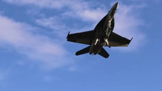 Exciting footage of F18 doing touch and goes at St Louis Lambert International Airport