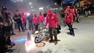 Caos en Bogotá por enfrentamiento entre encapuchados y miembros del Esmad