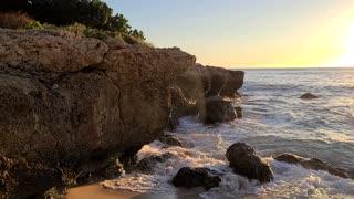 Ocean waves against the rocks