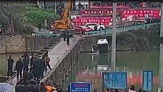 Τύπος παίρνει το δίπλωμα οδήγησης, ρίχνει το αυτοκίνητο από γέφυρα μετά από 10 λεπτά!