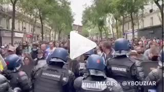 Freedom march in France, chanting Liberti