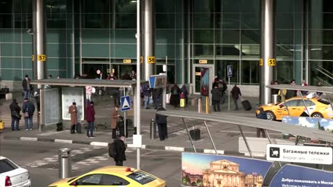 Facing lockdown, Russians jet off abroad