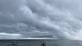 Amazing Shelf Cloud Moves Over Mobile Bay