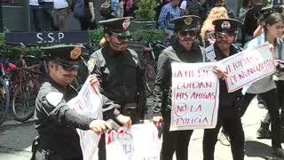 Cientos de mujeres protestan en Ciudad de México por agresiones de policías