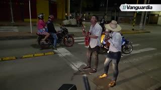 La Noche Vive: Parranda en el semáforo