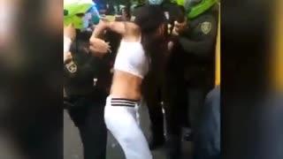 joven denuncia presunta agresión de la Policía