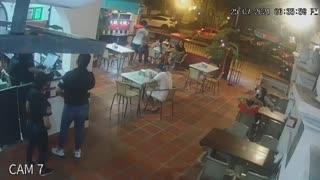 [Video] Atracan a clientes de restaurante en el Pie de la Popa