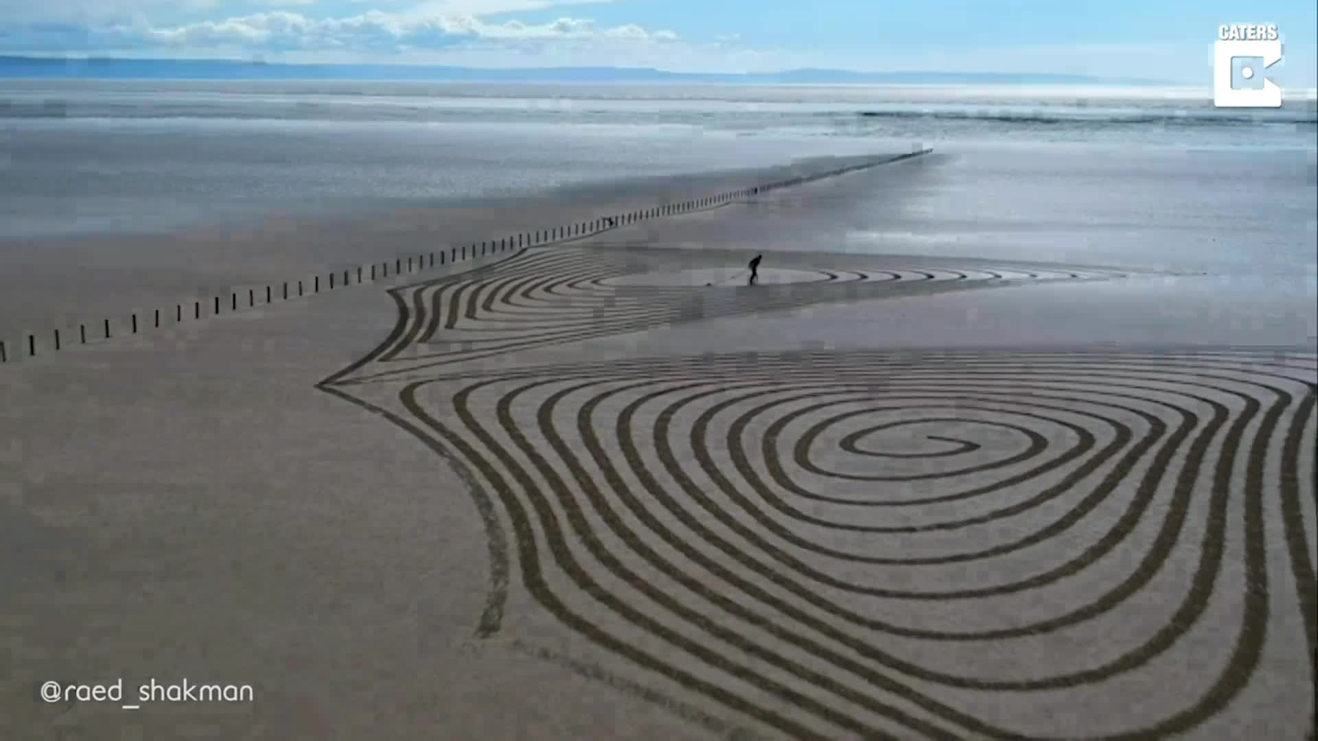 STUNNING SAND ART CAPTURED FROM THE AIR ON THE SHORES OF UK