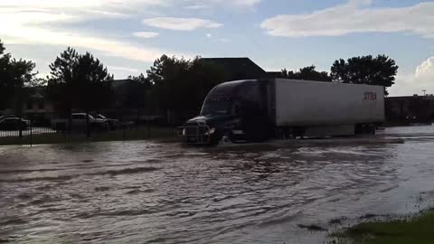 Crazy Amarillo Flooding - Stalled Cars & Firefighters