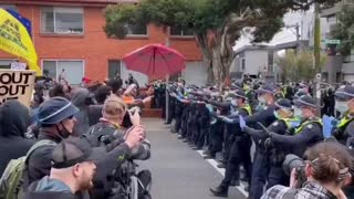 Massive protests against government quarantine measures and clashes with police in Australia