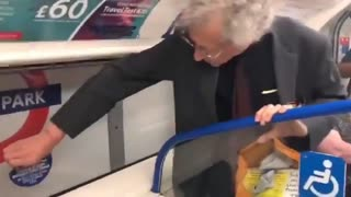 """""""They Didn't Keep Their Distance At The G7 Did They?"""" Man Removes Covid Signage On London Metro"""
