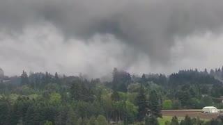 Tornado caught on camera over Damascus, Oregon