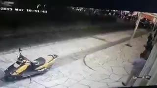 Gradonačelnika vezali za kamion i vukli po ulici jer nije ispunio obećanje