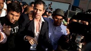 Turba oficialista recibe con violencia a Guaidó en aeropuerto de Caracas