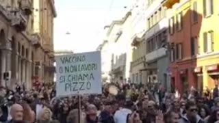 Thousands of Italian Citizens Protest Vaccine Passport System