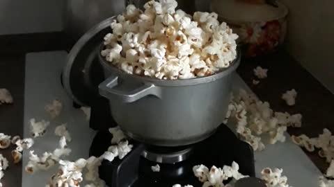 The child decided to make popcorn himself))