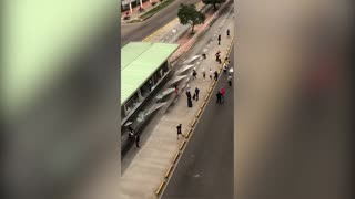 20 jóvenes conducidos a estación de policía por vandalismo contra Metrolínea en Bucaramanga
