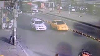 Video: bus de Transcaribe atropella a mototaxista