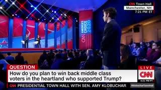 Klobuchar has 'please clap' moment during CNN town hall