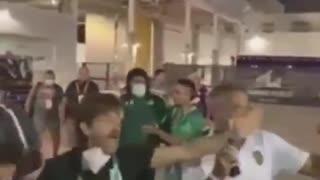 En video: Hinchas de Millonarios atacaron a Higuita en la Florida Cup