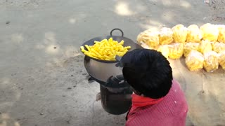 Fried food with sand (India)