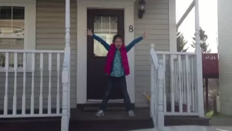 Mom documents daughter's priceless morning dance routine
