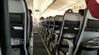 Reactivación de vuelos: azafata