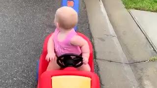Officer Adorably Pulls Over Toddler Daughter