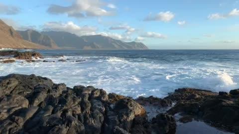 Crashing waves Ka'ena Point National Park, Oahu, Hawaii