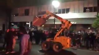 BLM & Antifa Riots 2020 - 2020-05-30-07-01-04-Oakland-riots.mp4