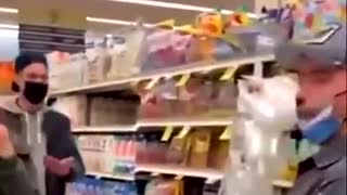 """Man Pranks """"Karen"""" Inside Walmart With Facemask"""