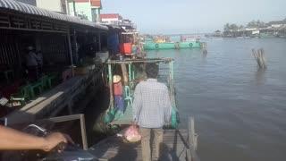 How to transport between 2 rivers in Vietnam