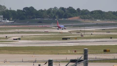 Southwest Airlines Boeing 737-700 Landing at St. Louis Lambert Intl