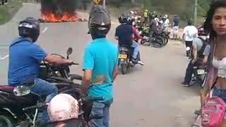 Informales bloquearon paso vial en el norte de Bucaramanga