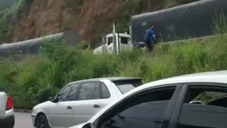 Video: Bucaramanga amaneció 'sitiada' por el paro camionero