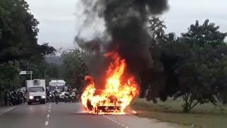 Incendio de carro de valores en subida a Turbaco